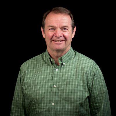 Dean Curtis, co-fundador y diretor do conselho